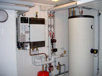 Fertig montierte und mit Heizungssystem verbundene Hausübergabestation